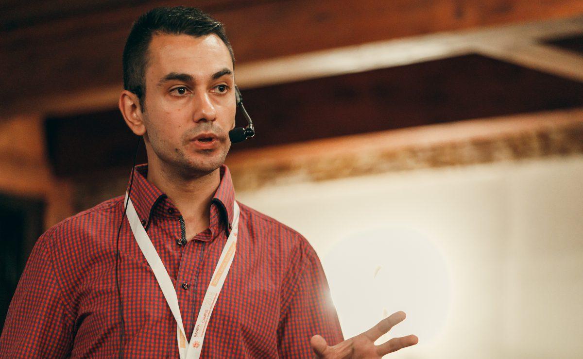 Etien-Yanev-Presenting-Social-Media-Seminar